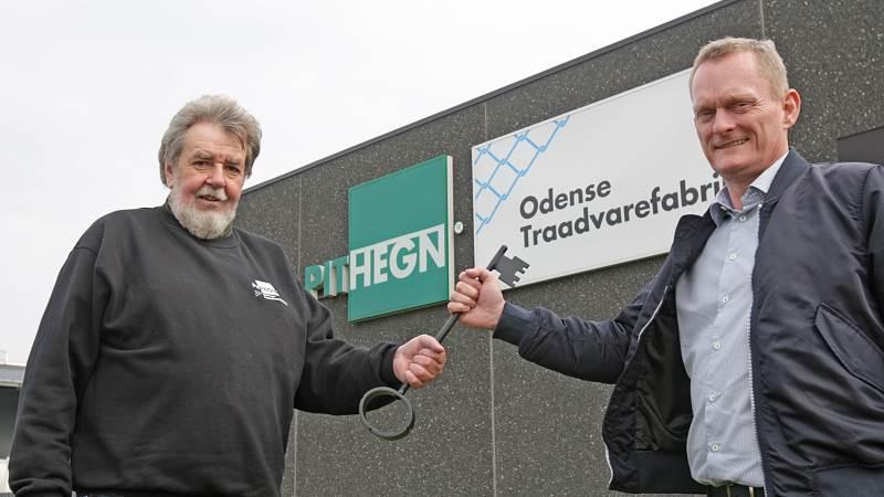 Efter præcis 25 år har Lissi og Palle Ingemann solgt PIT Hegn og Østjysk Hegn til Thomas Bentsen. Her ses Palle Ingemann (tv) sammen med Thomas Bentsen.