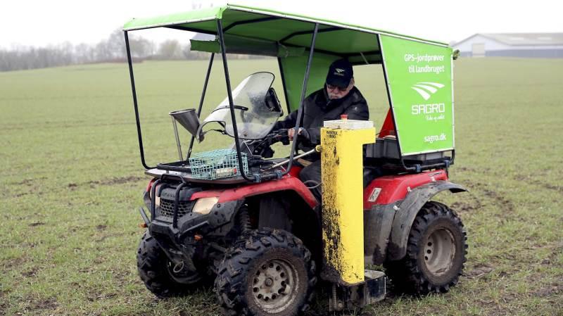 Sagro´s lille prøveudtagningskøretøj, denne ATV, kan for tiden ses rundt omkring i markerne.