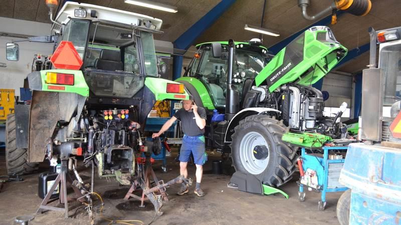 Deutz-Fahr importøren HCP i Krogager har afbrudt samarbejdet med Brørup Traktor- & Maskincenter og Ølgod Maskinforretning. I første omgang om salg og senere om levering af reservedele. Årsagen er ikke nærmere specificeret, men ifølge Svend Aage Jensen, der er medindehaver af de to maskinforretninger, har man gennem længere tid ikke rigtigt kunne »finde melodien« sammen.