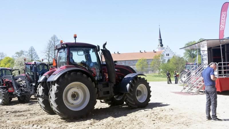 Brahetrolleborg Gods, der selv har ni Valtra traktorer i skov- og juletræsproduktionen, lagde plads til Valtra SmartTour-besøget i tirsdags.