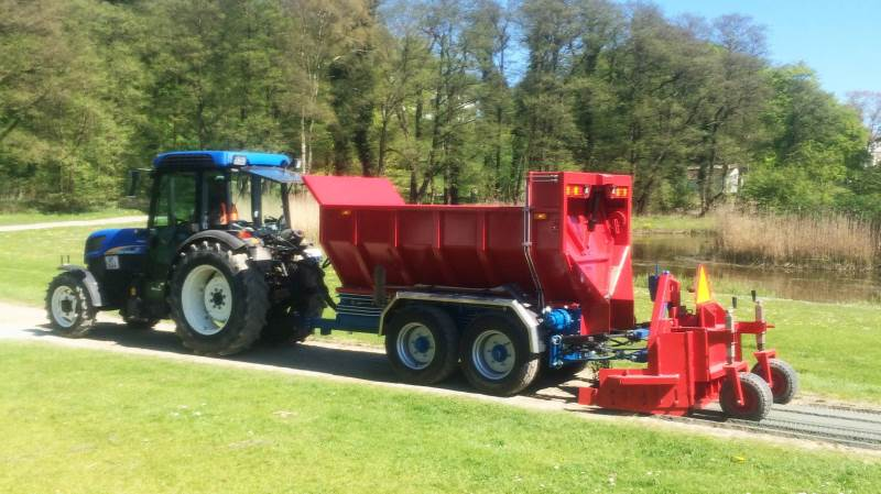 En to kubikmeter egenudviklet vogn på 1,40 meter i bredden til anlæg af grusstier har netop haft sin debut hos Korinth Entreprenørfirma A/S.