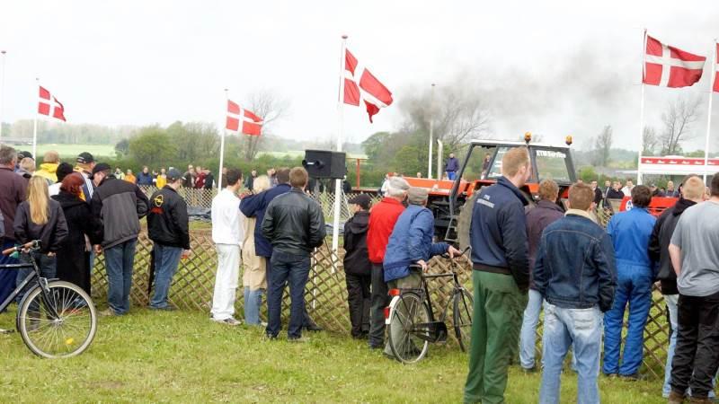 Hvert år afvikles traktortræk den sidste lørdag i maj på banen ved Nr. Broby. Billedet her er fra 2005.