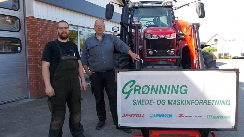 Claus Marcussen (tv) og Peter Mejlhede fra Grønning Smede og Maskinforretning vil fortsat sælge og servicere Massey Ferguson. Nu som områdeforhandler for Hjallerup Maskinforretning.