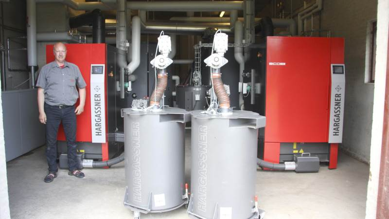 Bent Christensen regner med, at det nye anlæg kan sænke flisforbruget fra 1.000-1.200 kubikmeter til 600-700 kubikmeter på Stenalt Gods.