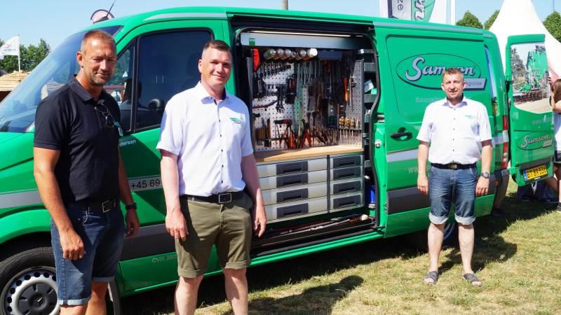 Samson Agrolize var på Roskilde Dyrskue blandt andet repræsenteret med fra venstre distriktschef Torben Hehr, eftermarkedschef Jens Ole Hejlesen, og reservedelssælger Niels Christian Kristensen.