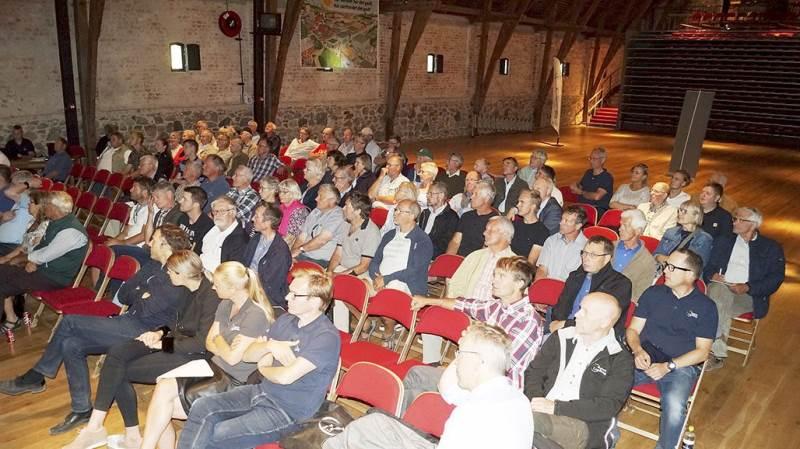 Der var knapt 100 fremmødte til det sjællandske sommermøde i Bæredygtigt Landbrug, der blev holdt i teatersalen på Borreby Gods.