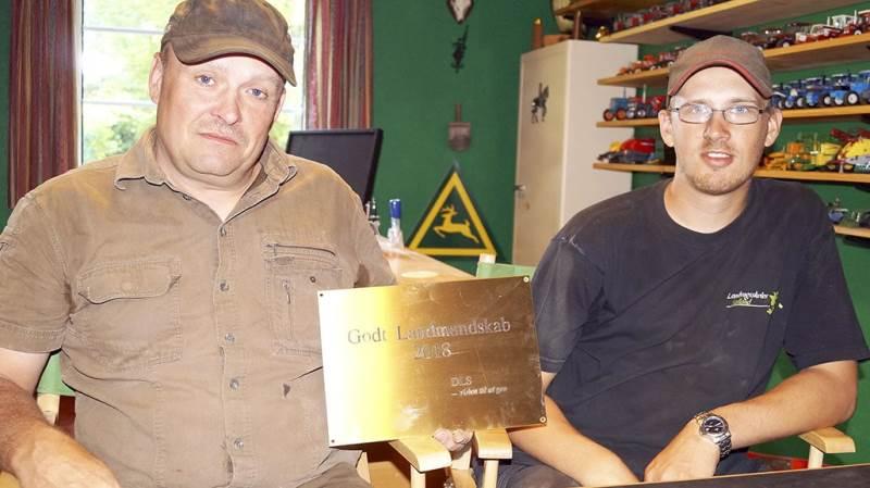 Bobby Fjordhøj modtog i marts DLS-prisen »Godt Landmandskab 2018« for blandt andet for sit arbejde med unge, der har særlige behov. Til højre Jannick Larsen, der er ansat på en EGU-kontrakt.