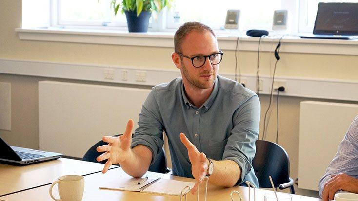 Driftsøkonom i Agrovi, Jens Toksvig Bjerre, fandt det direkte uforskammet, at Danish Agro, da høsten gik i gang, endnu ikke var fremkommet med årets høstbetingelser.