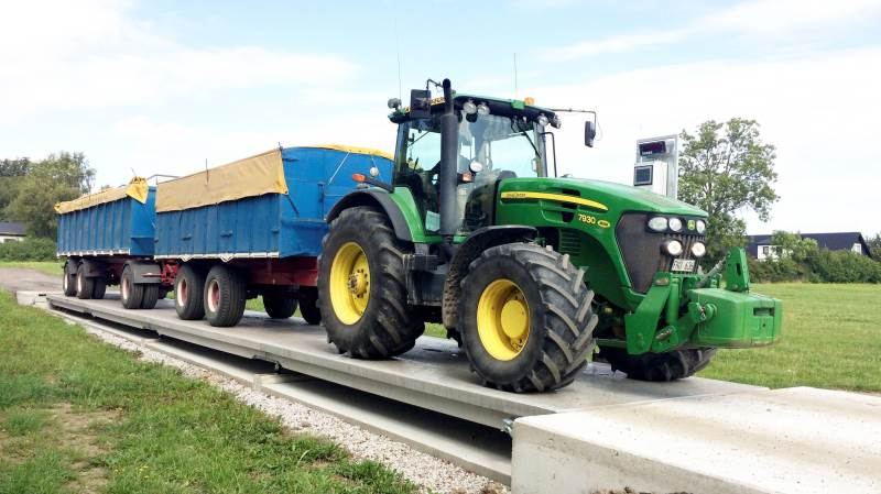 Med sin mobiltelefon eller en tablet i kabinen kan traktorføreren betjene vejningen og hurtigt komme videre. FL Teknik kan levere brovægte i størrelser op til 24 meter