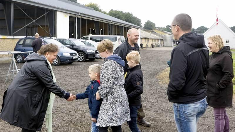 Pia og Torben Goltermann Hansen byd velkommen til 1.706 gæster ved »Åbent Landbrug« i deres kvægbedrift i søndags.