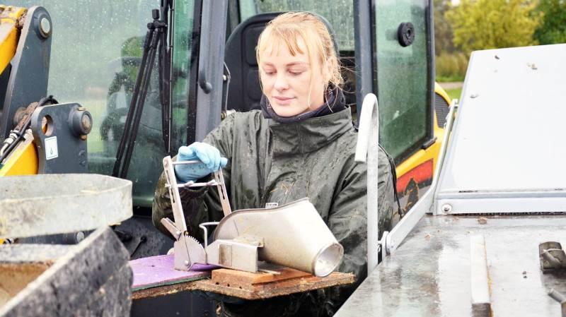 - Det handler egentlig bare om at finde den arbejdsgang, der fungerer bedst muligt med de øvrige opgaver. Så er det ingen sag, fordi der også skal lokalbedøves før kastration, siger Ida Schapiro, der er elev hos Risbjerg Landbrug.