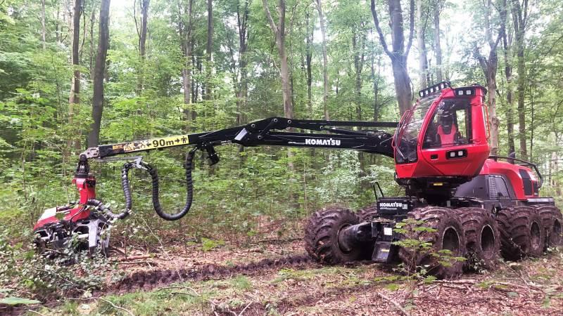 Der mangler skovarbejdere på Fyn. Hos Svanninge Skovservice har man netop investeret i en 8-hjulet Komatsu Forest 931XC-skovningsmaskine, som blandt andet skal udføre tidligere tiders manuelle arbejde.