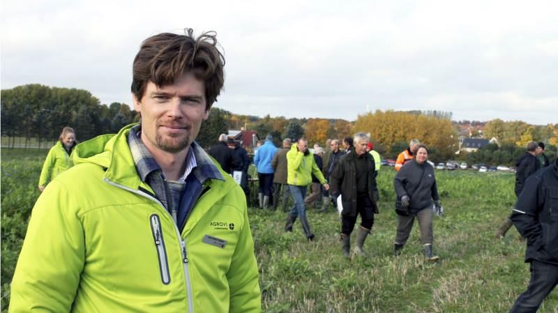 - Vi skal være meget bedre til at drage omsorg for vores jord, påpeger planteavlskonsulent Hans Henrik Fredsted fra Agrovi. Foto: Jørgen P. Jensen