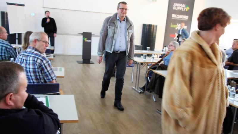 Det var først, da konsulenterne – blandt andre Jørgen Cæsar Jensen – gik på catwalken, der for alvor var grund til at smile, da Agri Nord bød indenfor til minkmøde.