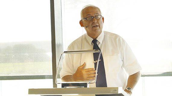 Povl Fritzner aflægger beretning ved det 25. årsmøde i Østlige Øers Landboforeninger.