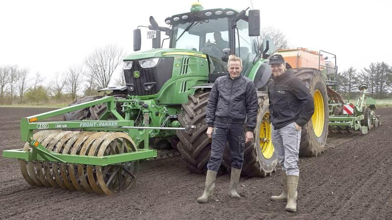 Planterådgiver hos Sagro, Jens Peder Pedersen, har et fagligt parløb med en af pionererne inden for præcisionsjordbrug, Anders Rahbek, Hammerum.