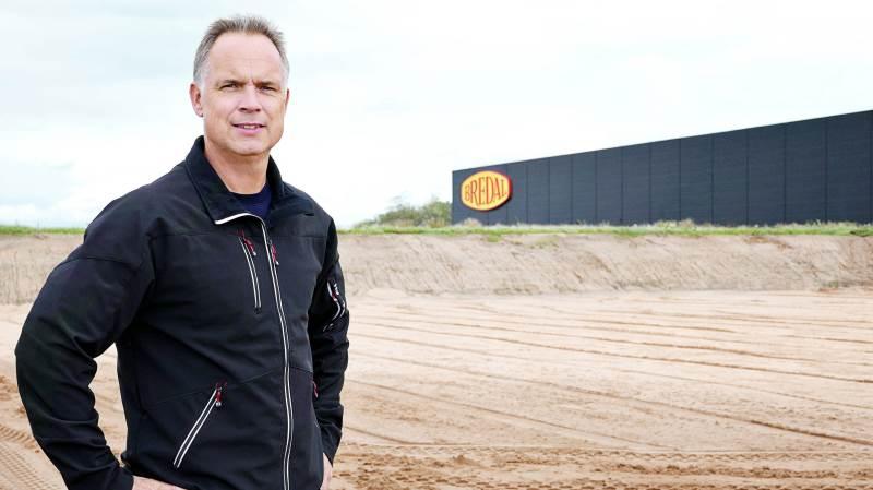 Direktør Anders Buhl på grunden, hvor Bredals nye testcenter bliver bygget.