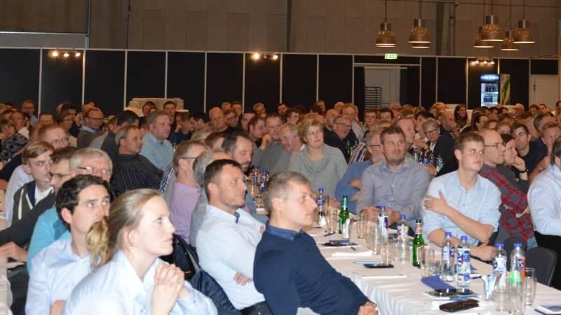 Ikke mindre end 370 svineproducenter deltog i år ved SvineVet og dyrlæge Andreas Eriksens årsmøde, der igen i år bød på faglighed og flæskesteg i hallen hos Compass Congress i Rødekro.