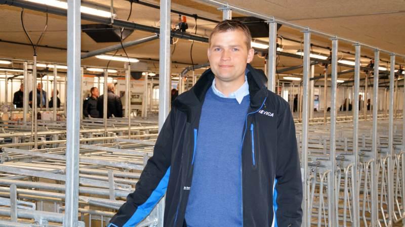 Svineproducent og bygherre Tony Lægsgaard på Hvidtfeldtgaard i Illebølle på Langeland glæder sig over den vellykkede byggeproces i forbindelse med opførelsen af en ny drægtighedsstald, tilbygning til foderladen og en ny gastæt silo til majs.