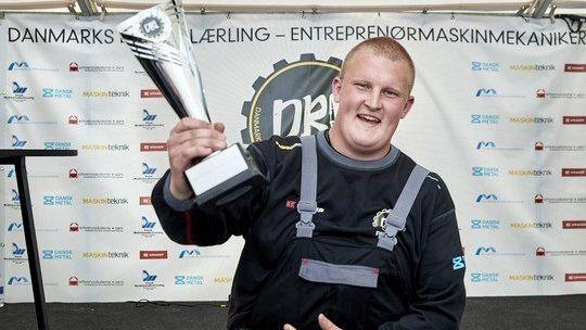 20-årige Henrik Drastrupløb med titlen som Danmarks Bedste Lærling. Til hverdag er han mekanikerlærling med fokus på entreprenørmaskiner hos Hydrema.