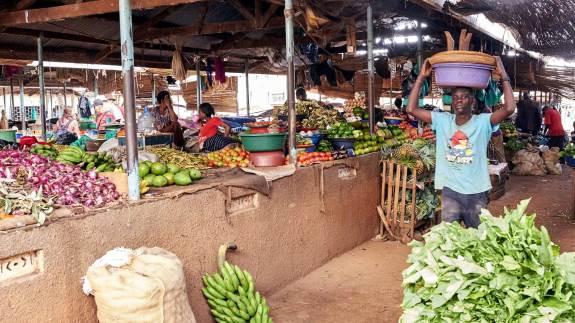 Et typisk marked for grønsager ser sådan ud. Det er her, småbønderne kan afsætte deres grønsager med mere. Fotos: Niels Damsgaard Hansen