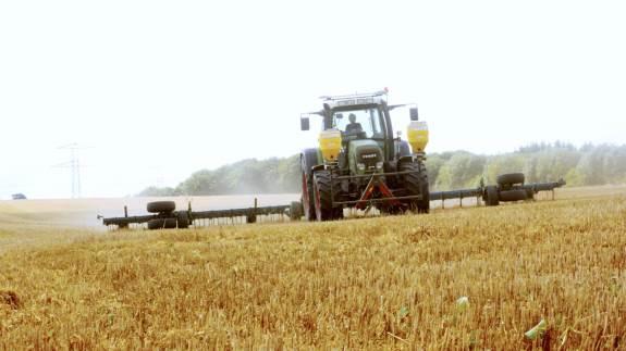 Den vejrtype, der har givet den langvarige tørke, ser ifølge DMIs 6-ugers prognose ud til at fortsætte. - Vent fortsat med såning af vinterraps, frøgræs og efterafgrøder, til der er kommet en tilpas mængde nedbør, lyder det fra Seges.
