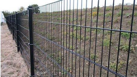 Vildsvinehegnet langs den dansk-tyske grænse kommer til at se sådan her ud. Kilde: Miljøstyrelsen.