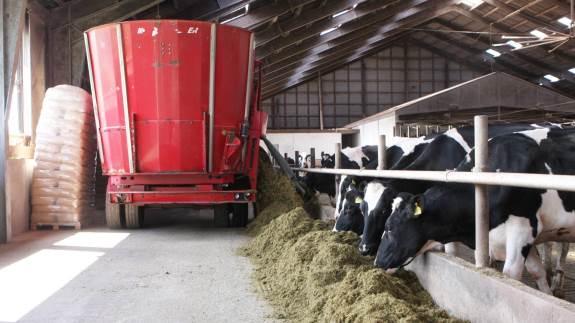 Fuldfodervognen skal være designet til at kunne køre med tungt fuldfoder.