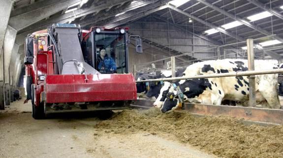 Montering af in-line NIR-scanner på foderblandere gør både foderblandingernes sammensætning og fodertildelingen mere præcis, så man opnår en bedre udnyttelse af foderet og et langt mindre spild