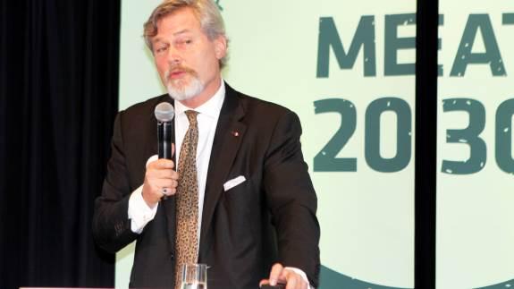 Bæredygtighedens svar på Che Guevara eller Steve Jobs er Gunter Pauli kaldt ifølge sin Wikipedia-profil. I går talte eksperten til Danish Crowns konference.