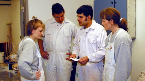 Lederrolle på en moderne svinebedrift er anderledes, end den var tidligere, pointerer arrangørerne af nyt ledelseskursus. Eksempelvis er der ofte flere medarbejdere i stalden og behov for løbende udvikling og opfølgning. Arkivfoto
