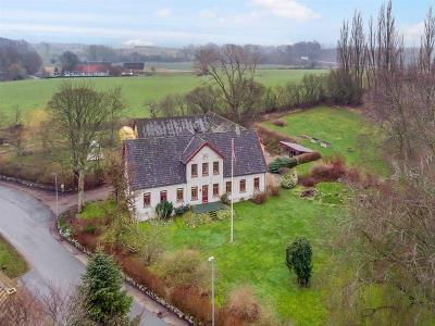 Stor bolig med 3 ha på Hindsholm
