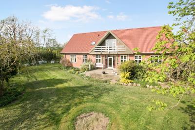 Naturnog planteavlsejendom med 43 hektar ved Møldrup.