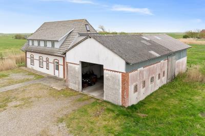 Tidligere fårefarm i den sydvestligste del af Sønderjylland.
