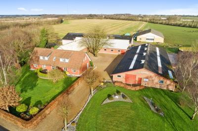 Hobbyejendom med ca. 5,4 - med mulighed for tilkøb af mere eller mindre jord