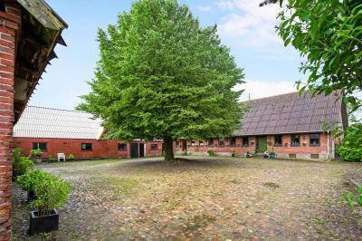 Landejendom på 24 ha i mindre landsby ved Silkeborg