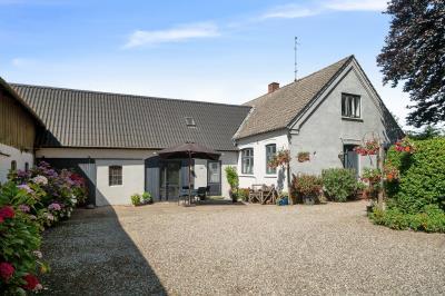 Mindre landbrug nær skole, landsbyliv og station i Trunderup ved Kværndrup
