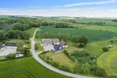 Naturskønt beliggende landbrug med 9 hektar.